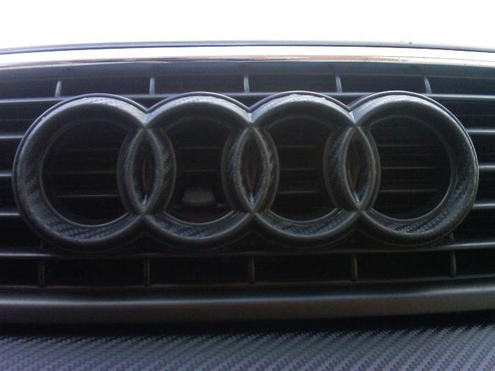 carbon-vinyl-audi-emblem