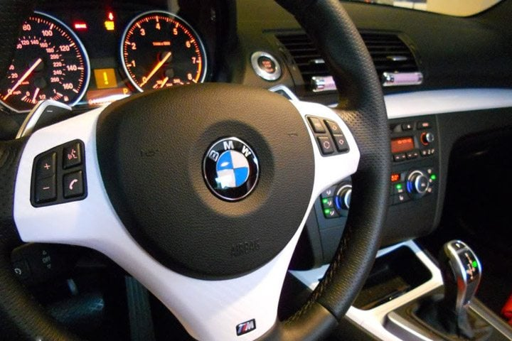 white steering wheel accents